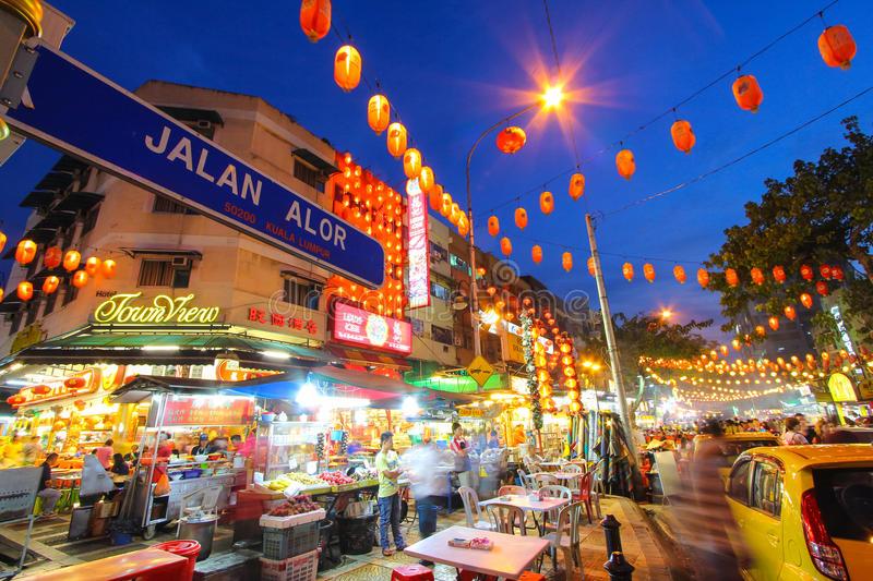 jalan-alor-kuala-lumpur-malaysia-food-street-popular-both-locals-tourists-44594302