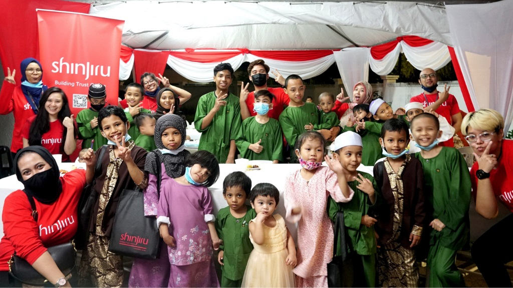 Shinjiru Sparks Ramadan Joy With Children at Rumah Al Haq